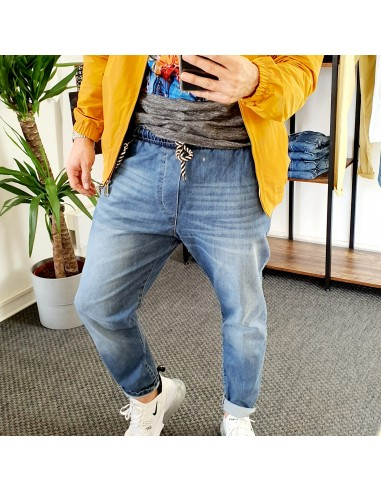 Jeans con elastico in vita.